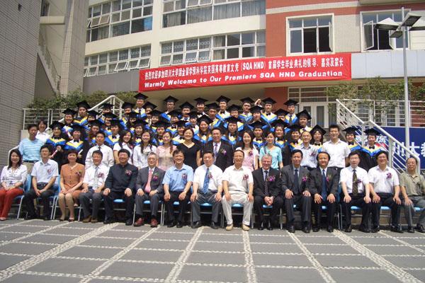 四川大学HND项目历届学生毕业留影