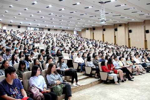 厦大国际学院3+2项目2016级新生开学典礼隆重举行